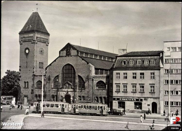 https://www.tuwroclaw.com/htimg/display/galbig3/?relativePath=gallery/4987/images/1a-lata-1960-1964-ulica-piaskowa-i-hala-targowa-w-i-polowie-lat-60-xx-wieku-z-lewej-widoczny-tramwaj-jadacy-ul-sw-ducha_57b7004688408.jpg