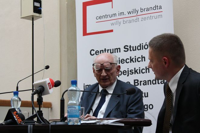Profesor Bartoszewski opowiada o swojej książce.
