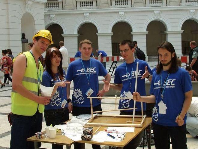 Uczestnicy III edycji konkursu ''BEST Engineering Competition''.