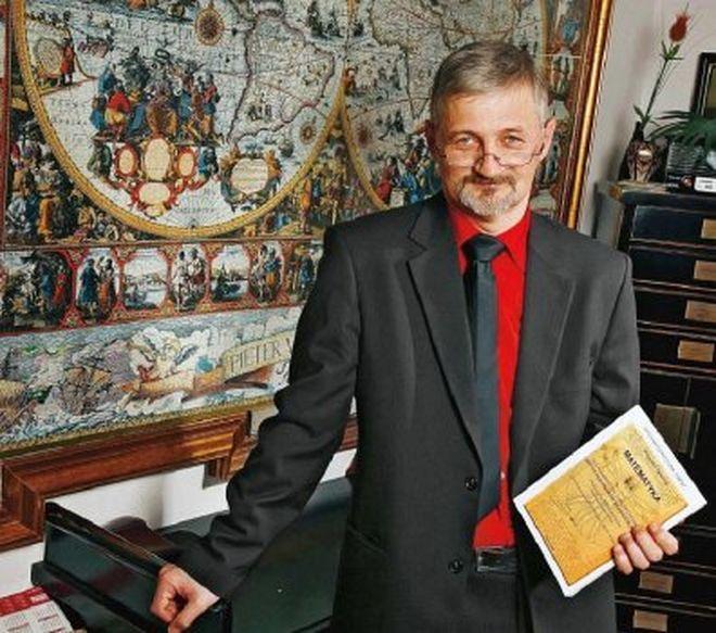 Krzysztof Cywiński zaprasza na lekcję matematyki.
