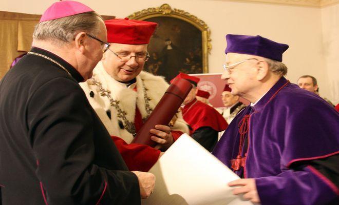 Uhonorowany ks. prof. Marian Rusecki