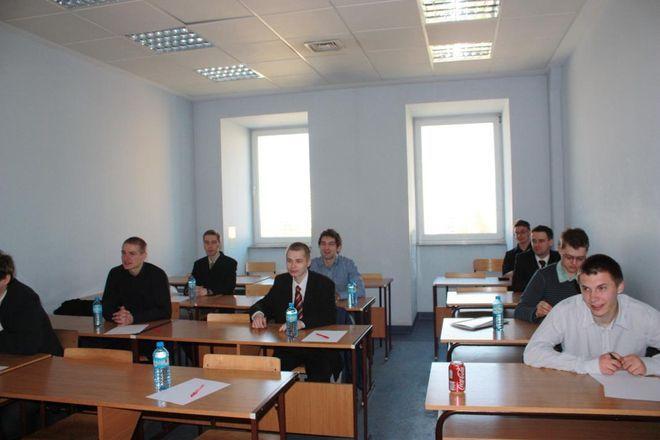 Zmagania studentów podczas finału Konkursu Wiedzy Biznesowej.