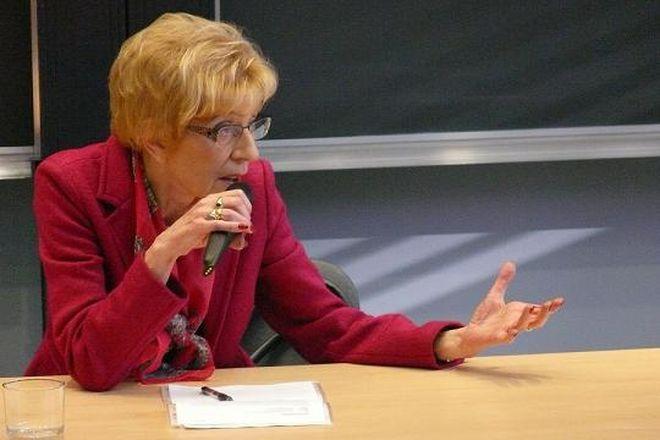 Redaktor Janina Paradowska na spotkaniu ze studentami dziennikarstwa.