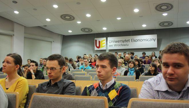 Studenci podczas wykładu Rafała Dutkiewicza.