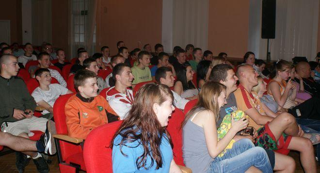 Publiczność bierze aktywny udział w spektaklu