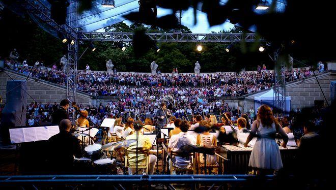 Koncert Młodej Polskiej Filharmonii w Amfiteatrze Łazienek Królewskich