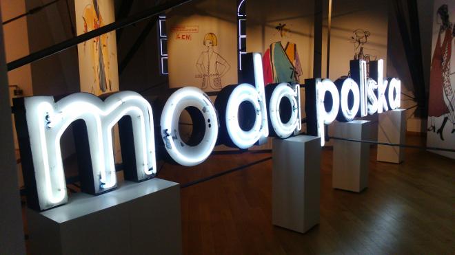 Historyczny neon Mody Polskiej