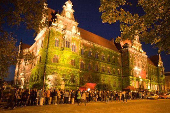 Wrocławianie i turyści tłumnie korzystają z możliwości darmowego zwiedzania jednej nocy