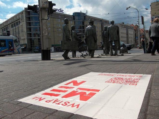 Grafika u zbiegu ulic Świdnickiej i Piłsudskiego
