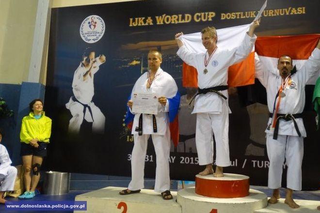 Henryk Tonderys na podium zawodów