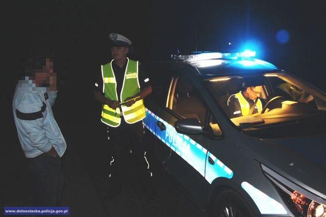 Po zmroku warto być dla własnego bezpieczeństwa widocznym na drodze
