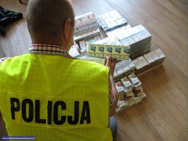 Mundurowi co jakiś czas rekwirują nielegalne papierosy i tytoń