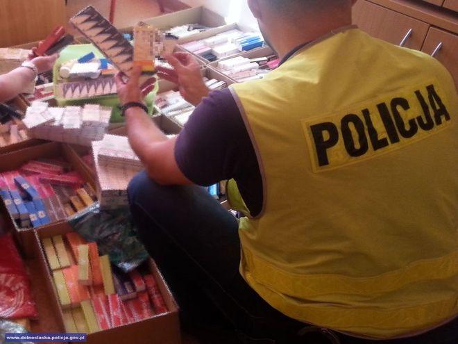 Policja i celnicy zarekwirowali 1800 perfum, odzież, papierosy oraz leki o wartości 300 tysięcy złotych