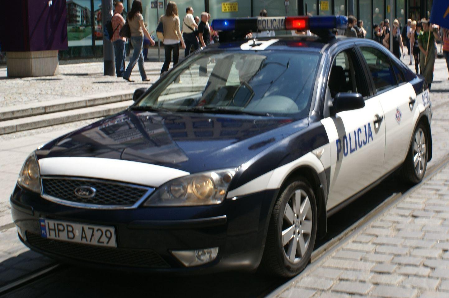 Policji na szczęście szybko udało się poradzić z rozjuszonym tłumem