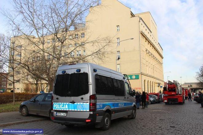 Ogień pojawił się na ostatnim piętrze przychodni przy ul. Dobrzyńskiej