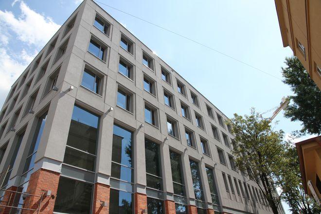 Biurowiec powstał przy ulicy Dąbrowskiego