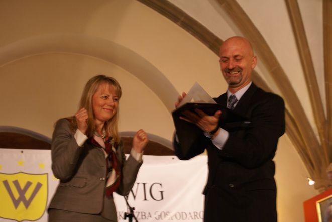 W czerwcu Wrocławska Izba Gospodarcza nagrodziła Lidię Geringer de Oedenberg Złotą Kulą.
