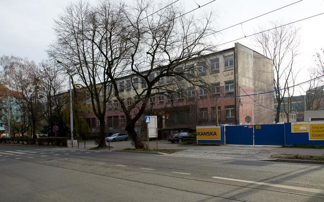 Uniwersytet Wrocławski pod koniec 2013 roku sprzedał budynek dawnego LO nr XIV