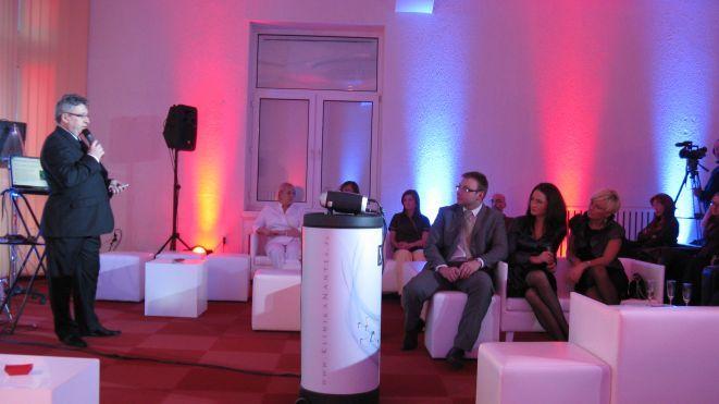 Zdzisław Oszczęda, prezes Nanolaboratory Nantes, przedstawia ofertę Kliniki.