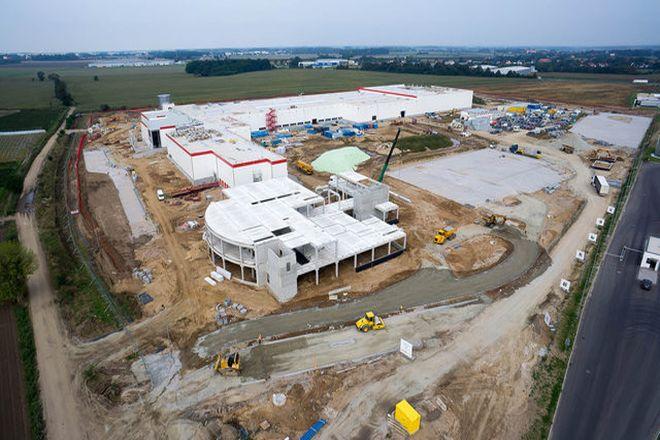 Budowa fabryki dobiega końca