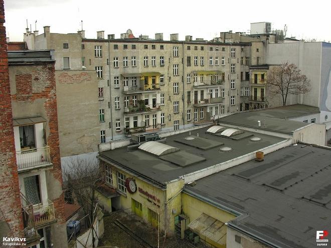 W zaniedbanym podwórku przy ul. Nowowiejskiej powstanie pasaż handlowy