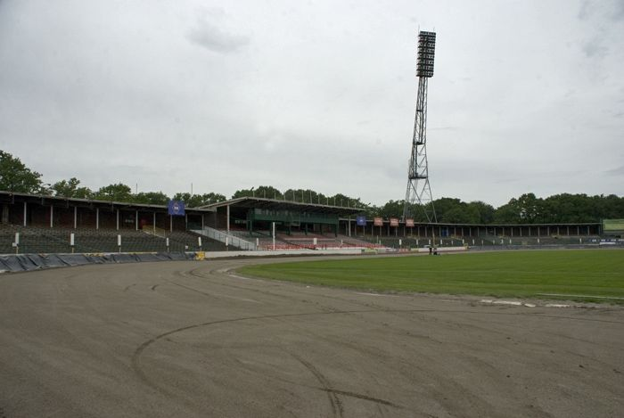 Tor żużlowy na wrocławskim Stadionie Olimpijskim.