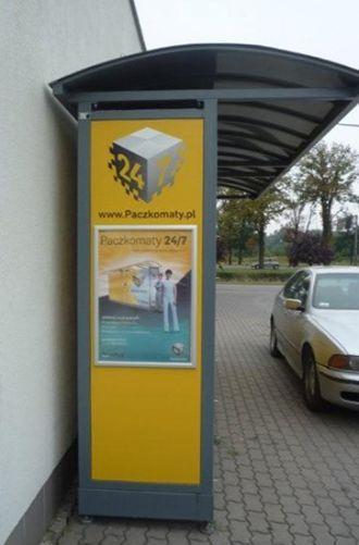 Paczkomat na stacji benzynowej przy ulicy Karkonoskiej.