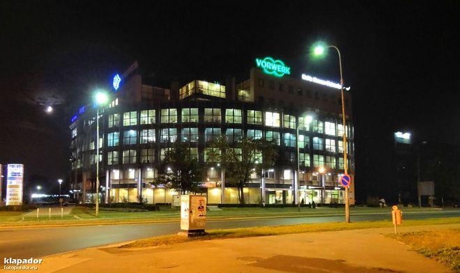 Budynek usytuowany jest przy placu Strzegomskim