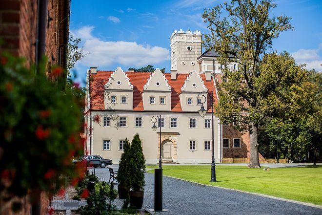 Wrocławianie chętnie spacerują na terenie Zamku Topacz