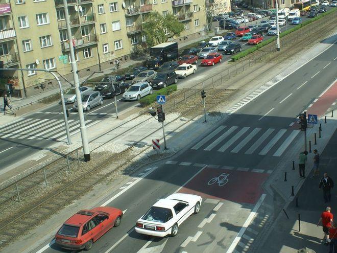 Zmotoryzowani muszą liczyć się z korkami na północnej nitce ulicy Kazimierza Wielkiego