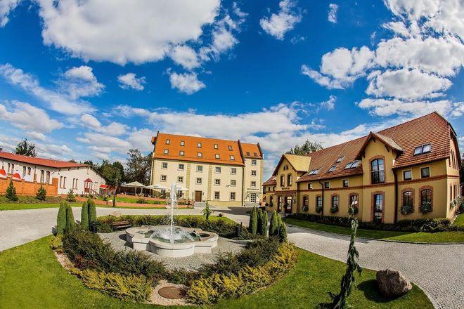 Zamek Topacz to cały kompleks budynków
