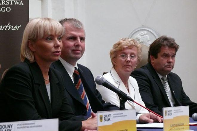 Marek Łapiński (na zdjęciu drugi z lewej)