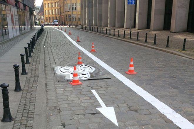 Odmalowany kontrapas na ulicy Ofiar Oświęcimskich