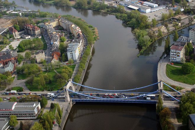 Zakorkowany most Grunwaldzki można objechać przez most Pokoju