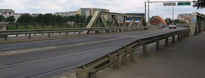 Wjazd na mosty Trzebnickie, widok w stronę osiedla Różanka