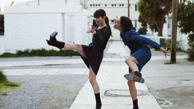 Kadr z filmu ''Attenberg'' Athiny Rachel Tsangari, zdobywcy tytułu Grand Prix Międzynarodowego Konkursu Nowe Horyzonty.