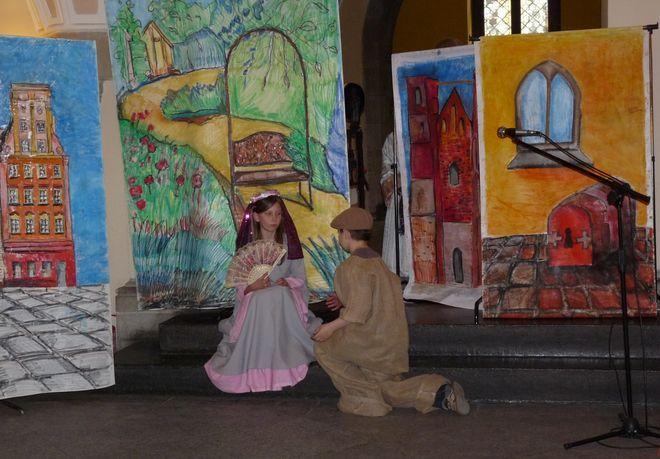Młodzi artyści na ''scenie''.
