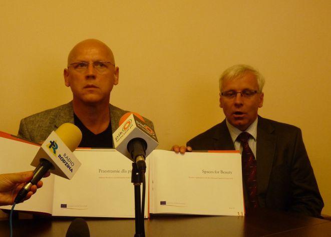 Dziś dokonano ostatniej prezentacji dokumentów przed wysyłką do Warszawy.