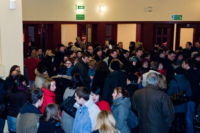 Wielu mieszkańców Wrocławia zechciało obejrzeć słynne ''Metro''.