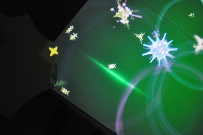 Za pomocą mieczy świetlnych można tworzyć kolorowe abstrakcyjne obrazy i muzykę.