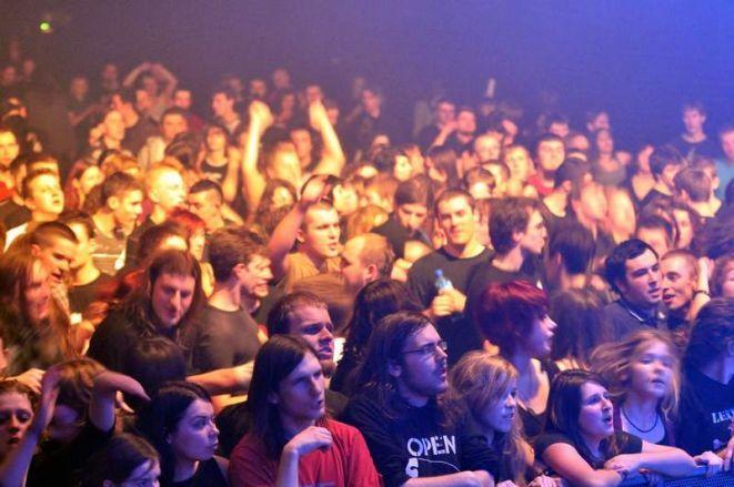Wrocławska publiczność podczas zeszłorocznej edycji Punky Reggae Live.