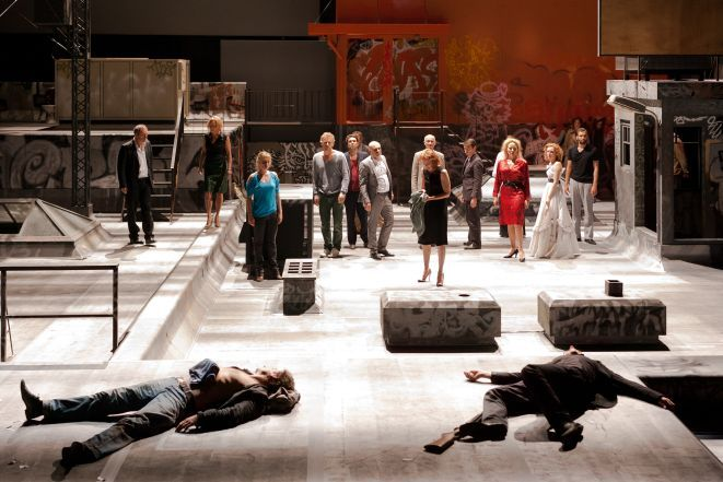 Fragment spektaklu ''Rosjanie!'' w reż. Ivo van Hove.