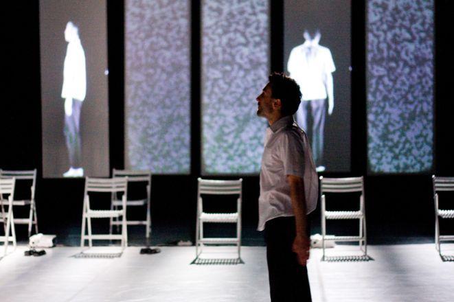 Spektakl ''Idiota albo Trans'' w wykonaniu Tomasza Bazana i Romualda Krężela.