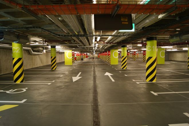 Rowerzyści chcieli, by w parkingu podziemnym przy Dworcu Głównym pojawiły się stojaki na rowery