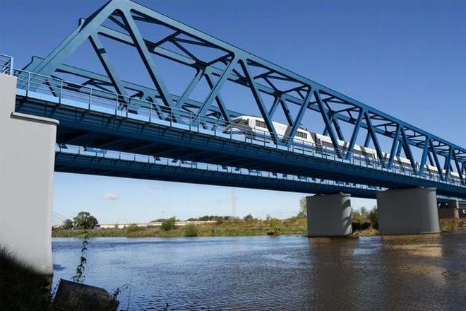 Na szczęście skok z mostu kolejowego nie skończył się tragicznie