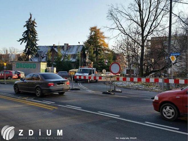 Remont wzdłuż ulicy Swojczyckiej trwa