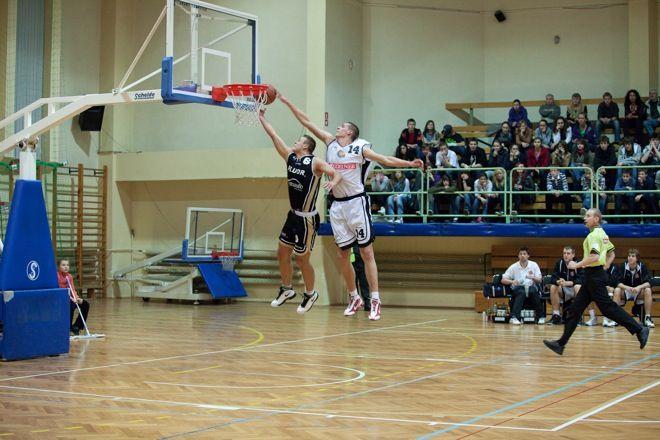 Piotr Niedźwiedzki w spotkaniu z Księżakiem zapisał na swoim koncie 19 punktów jednak jego występ przerwała kontuzja.