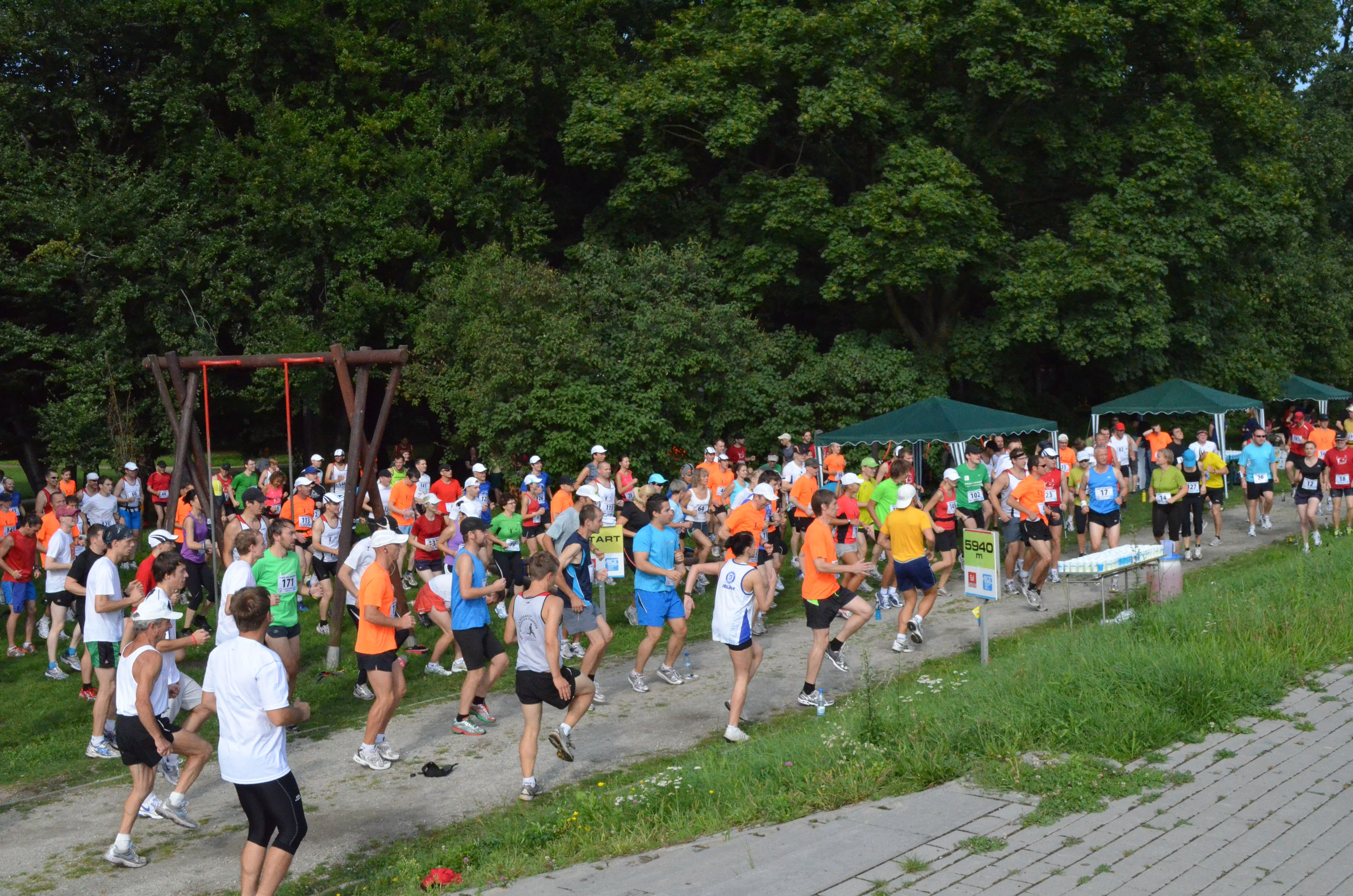 """Uczestnicy trzeciej edycji programu """"I Ty możesz zostać maratończykiem""""."""