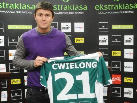 Piotr Ćwielong będzie reprezentował barwy Śląska do 2013 roku.