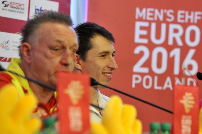 Trener kadry Michael Biegler (z lewej) i kapitan - bramkarz Sławomir Szmal